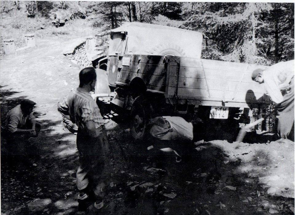 1948 - Výstavba chaty na Martinských holiach