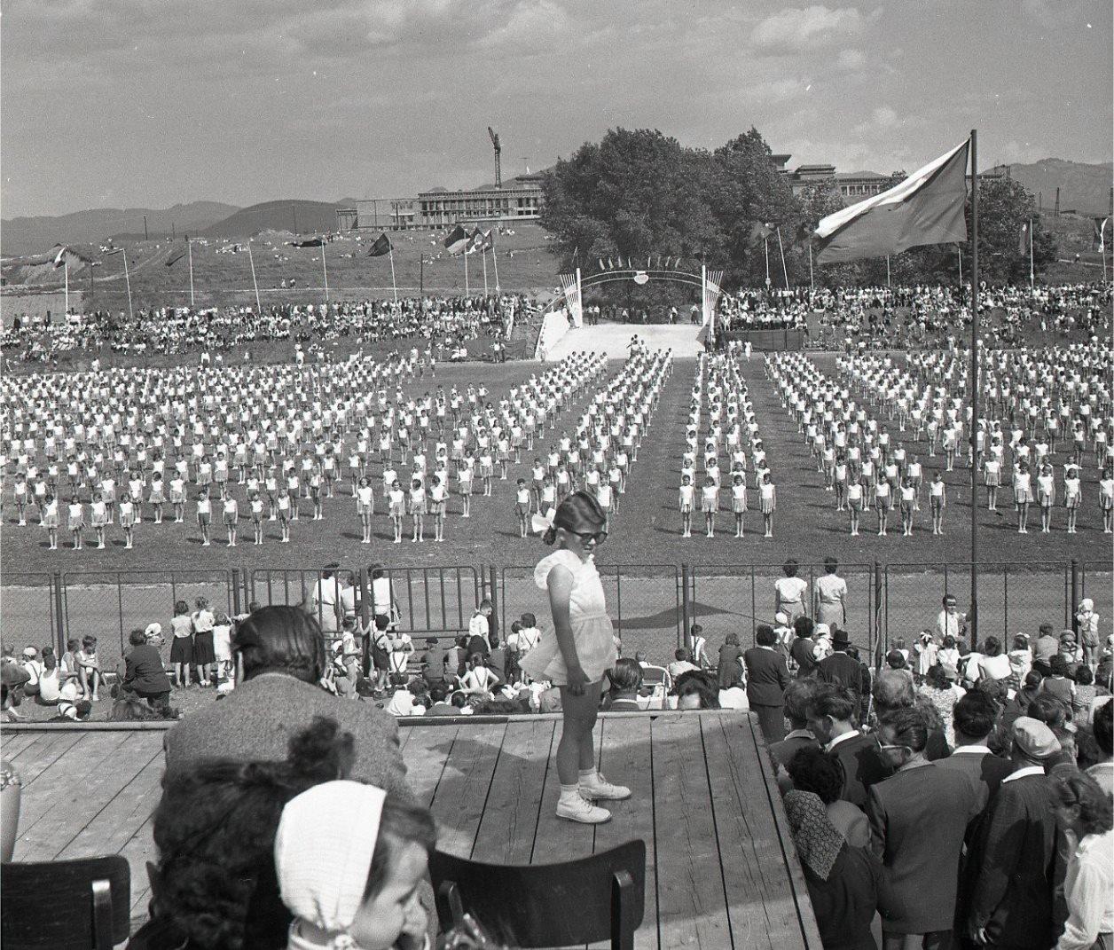 1959 - Slávnostný nástup cvičencov na plochu nového štadióna Spartak Martin