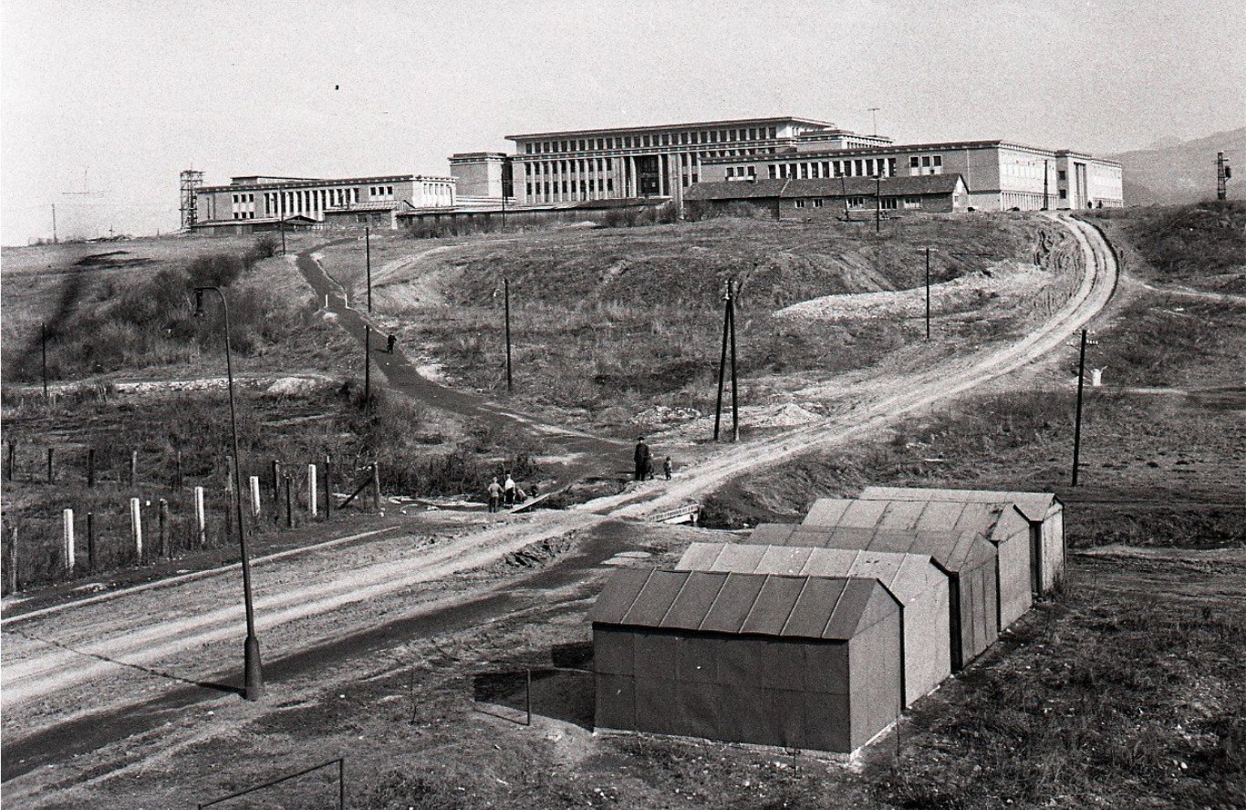 1960 - Pohľad na budovu Priemyselnej školy Strojníckej V Martine