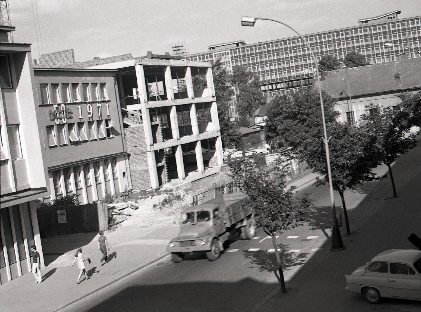 Neografia, 1971