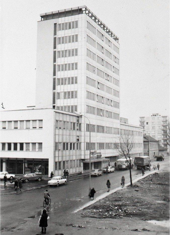 Neografia, 1975