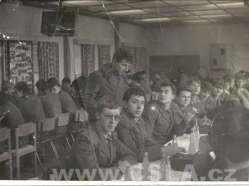 1982 - vu4403, vojaci