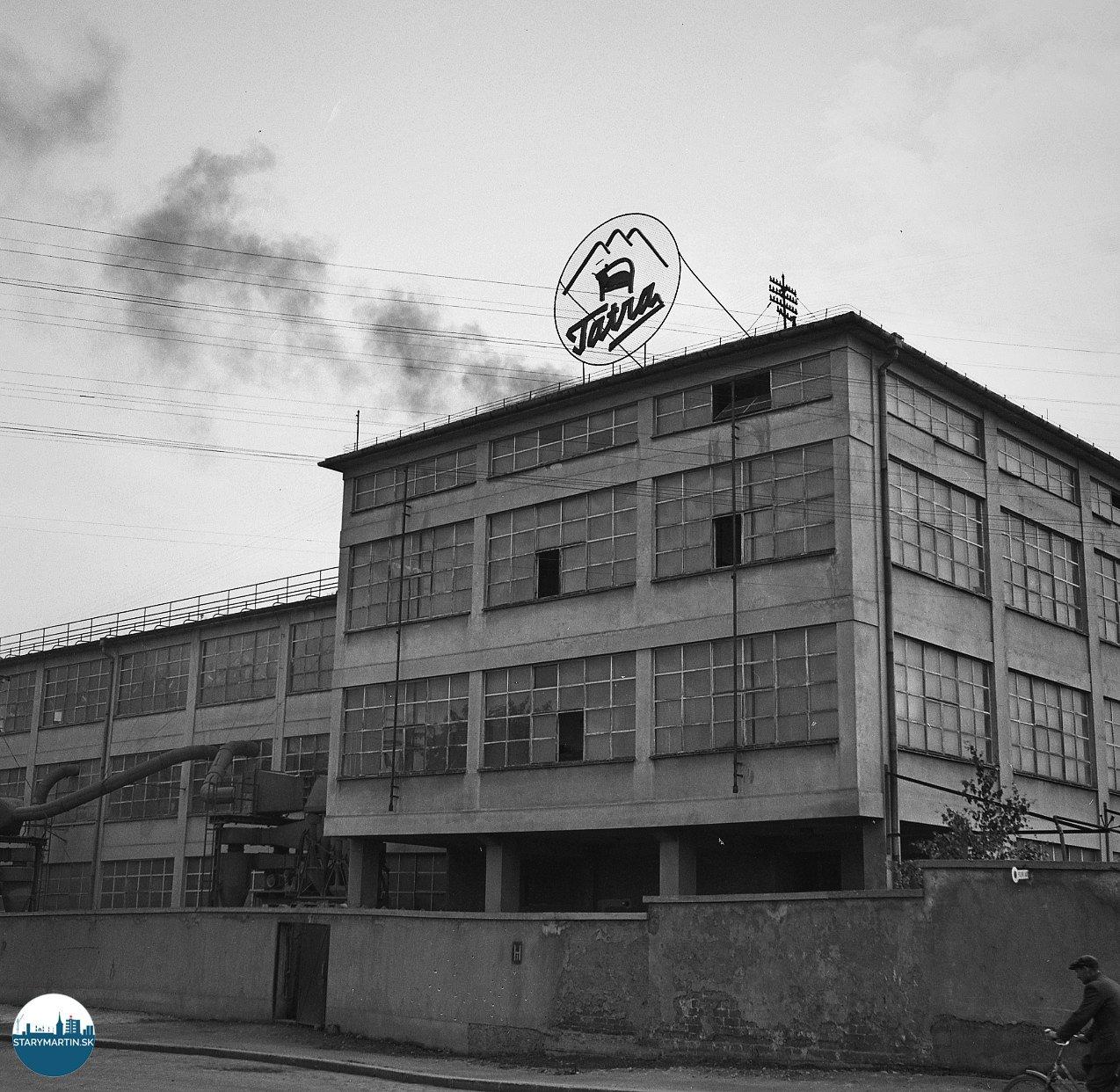 10.7.1956 - Pohľad na časť závodu Tatra nábytok v Martine odkiaľ vychádzajú hotové výrobky už po tri roky do celého sveta.