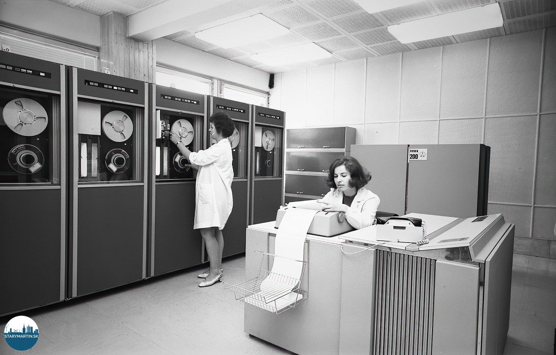3.2.1971 Výpočtové stredisko Ústavu technológie a racionalizácie Závodov ťažkého strojárstva v Martine dostalo v minulých dňoch ďalšieho pomocníka, ktorým je počítač TESLA 200. TASR