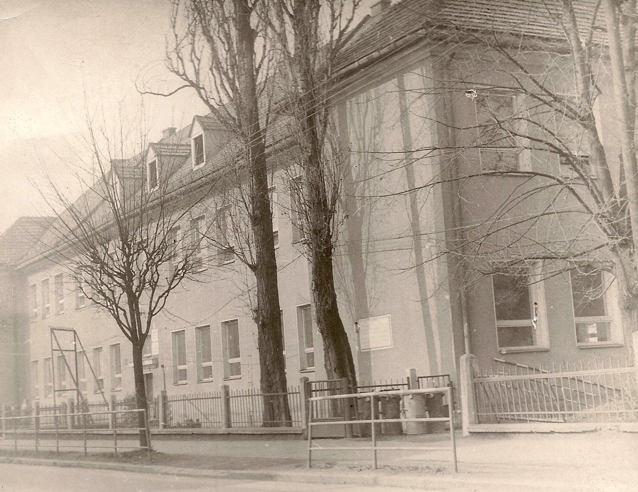 Ľudová škola, 90te roky