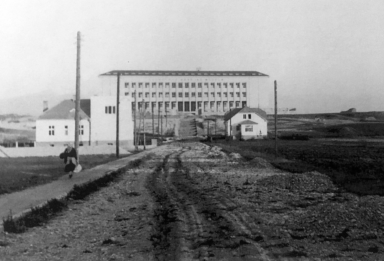 Budova SNM, 30te roky