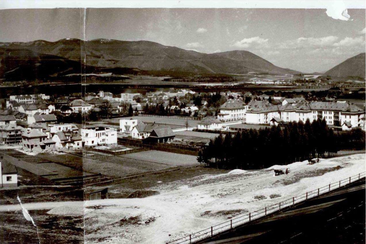 Pohľad na uličnú zástavbu Ul. Hviezdoslavovej, 40.roky