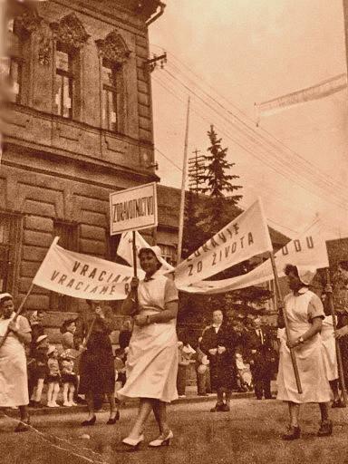 Sviatok práce 1.5.1958, sprievod zdravotných sestier
