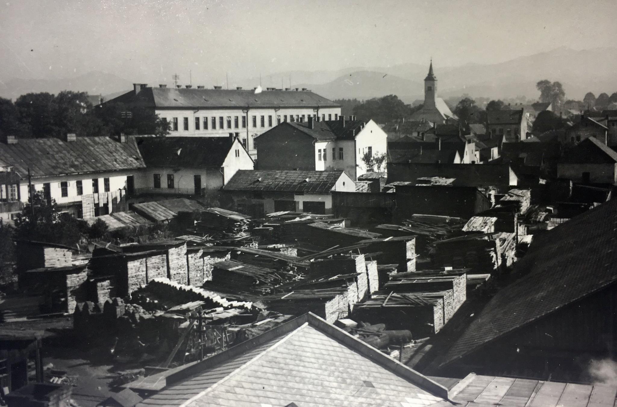 Tatranábytok, 30te roky