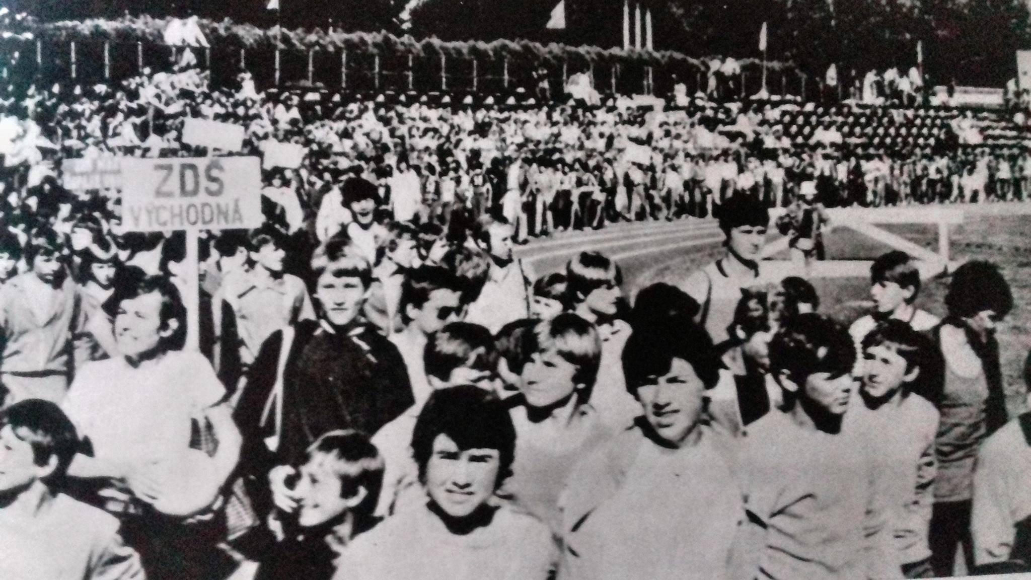 Turčianske hry mládeže na štadione. ZDŠ Východná, 70te roky