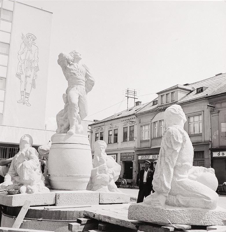 Výstavba zbojníckej fontány, 1942