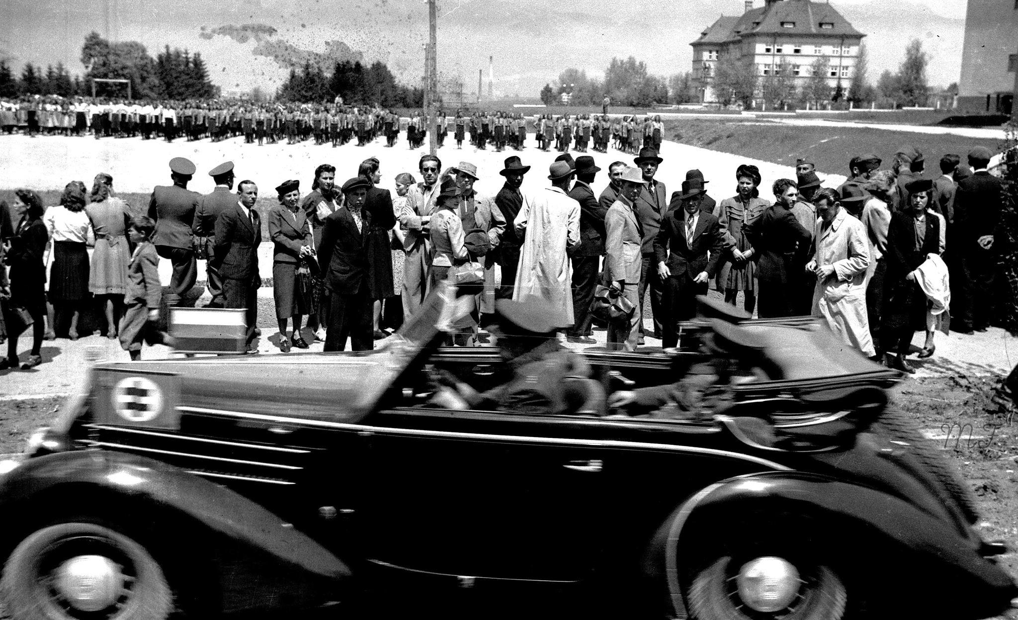 Ľudácky papaláš, 40te roky. Vozidlo značky Škoda Popular 1100 OHV
