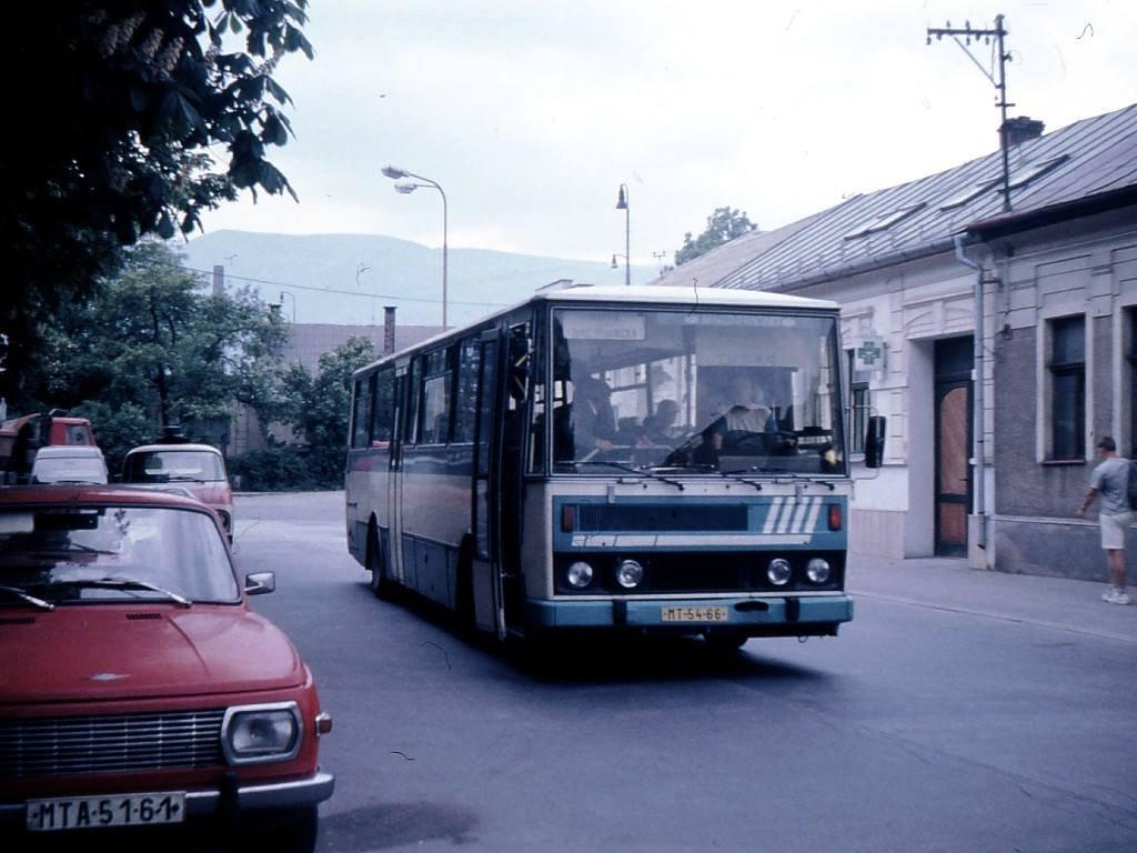 Pri autobusovej stanici, 1995