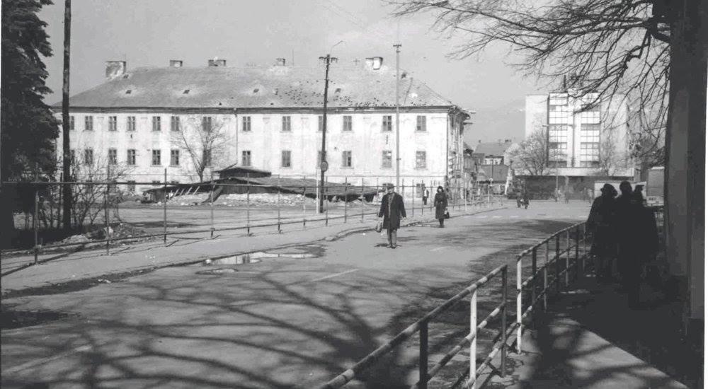 Búraný Glückstahlov Dom. Nahradí Ho Prior-70te