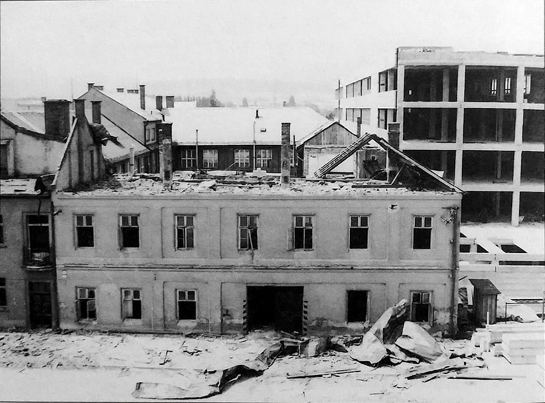 búranie budovy kníhtlačiarskeho účastinárskeho spolku v roku 1984