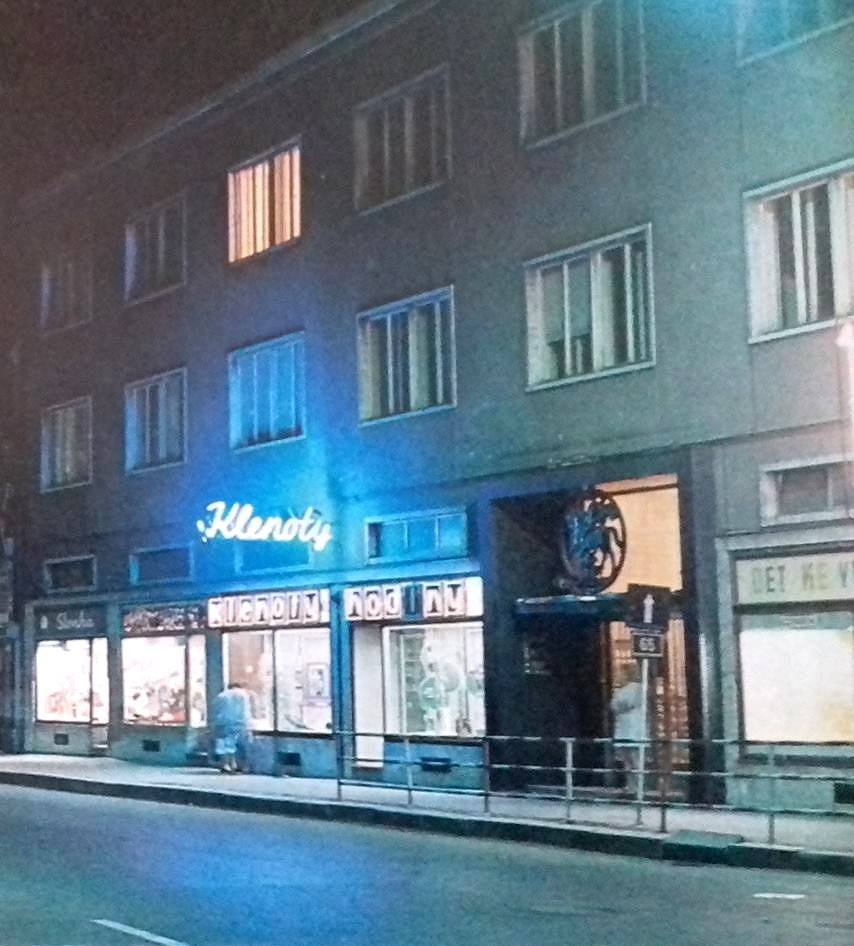 Mesto - obchod klenoty, 80te roky