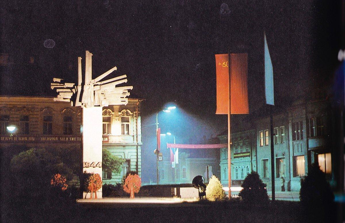 Mesto v noci, 80te roky