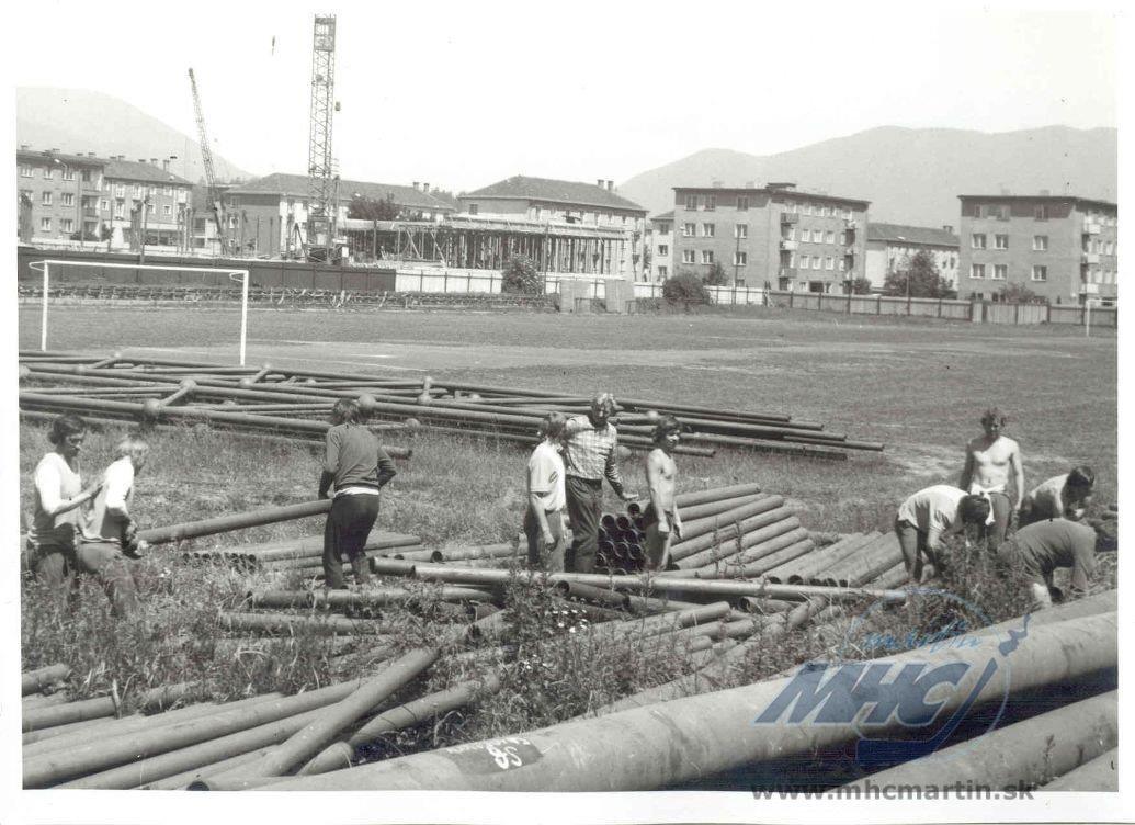 Stavba hokejového štadióna, 70te