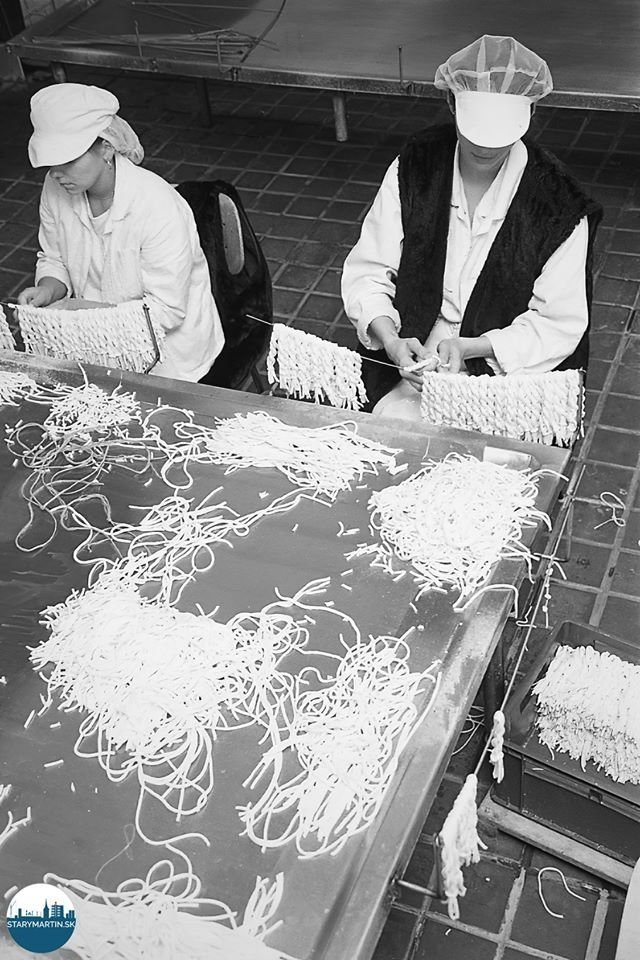 20.10.1994 Martinská mliekareň a.s. Viazanie naparených nití do pletencov korbáčika