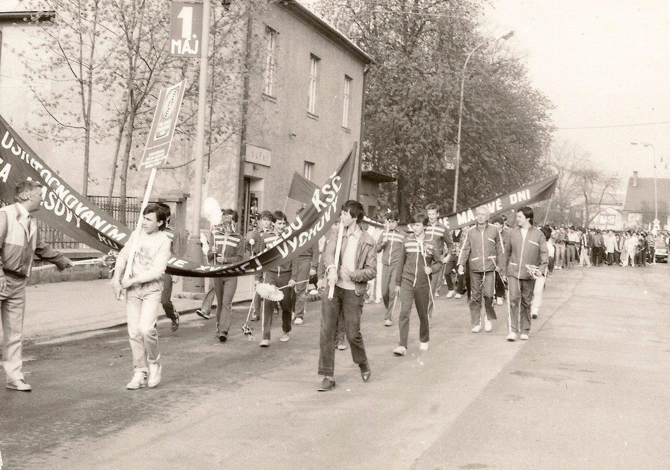 Pochod mesto, 80te roky