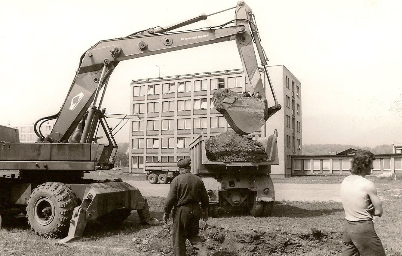 Priekopa, výstavba školy, 90te roky