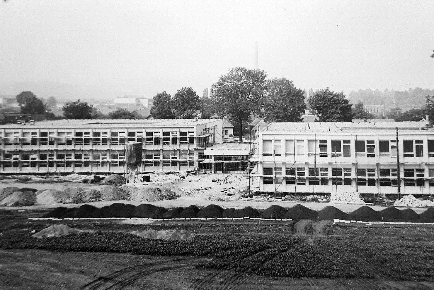 Skola jahodniky, 1975 - 1976