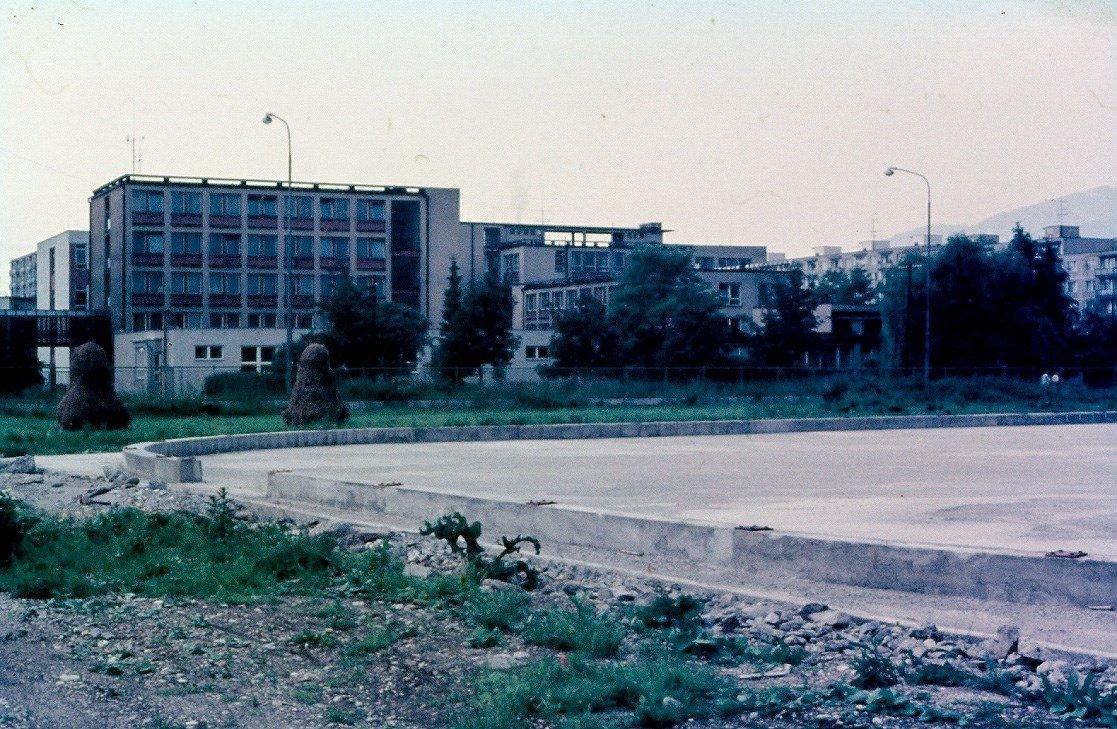 škola, 80te roky