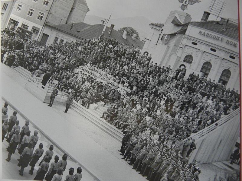 Štatne oslavy na počesť 80. výrocia mem. 1941, divadelné námestie