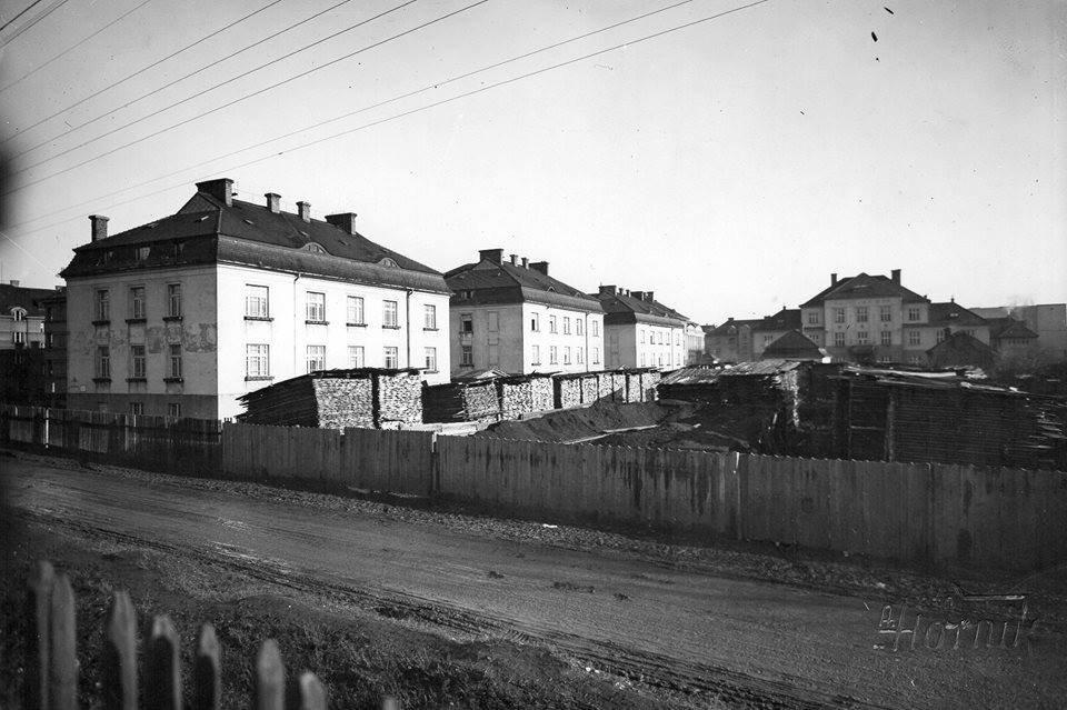 Ul. Nováková, v pozadi hasičský dom, 50te roky