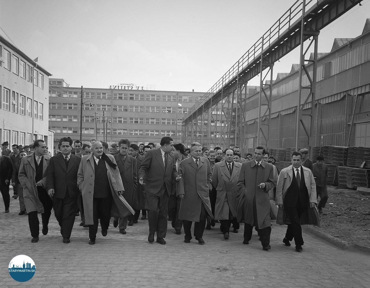 31.10.1958 - Prvý tajomník Ústredného výboru Komunistickej strany Československa a prezident republiky Antonín Novotný navštívil počas svojho pobytu v Žilinskom kraji Závody J.V. Stalina v Martine